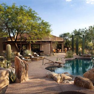 Southwest infinity pool photo in Phoenix