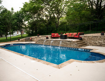 Vinyl-Lined Pool with Raised Water Feature