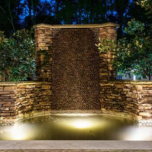 Idées déco pour une petite piscine arrière craftsman sur mesure avec des pavés en pierre naturelle et un point d'eau.