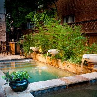 Imagen de piscinas y jacuzzis tradicionales, pequeños, rectangulares, en patio trasero, con adoquines de piedra natural