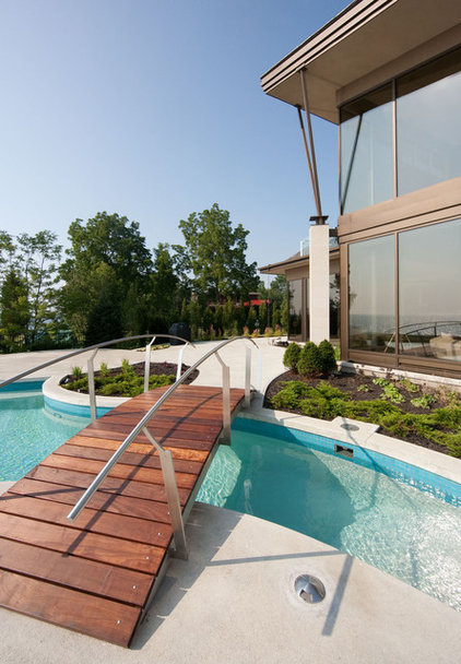 Contemporary Pool by Christopher Simmonds Architect