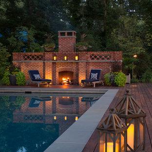 Idee per una piscina chic rettangolare con pedane