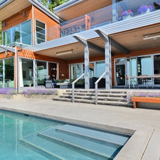 Contemporary Pool by Wakefield Construction Inc.