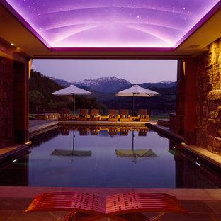 デンバーのコンテンポラリースタイルのおしゃれな屋内プールの写真