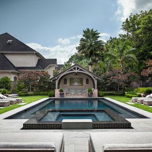 Imagen de piscinas y jacuzzis alargados, tradicionales renovados, de tamaño medio, rectangulares, en patio trasero, con adoquines de piedra natural