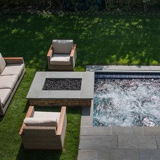 Ispirazione per una piccola piscina classica rettangolare dietro casa con una vasca idromassaggio e pavimentazioni in pietra naturale