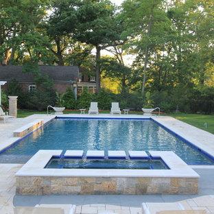 Imagen de piscinas y jacuzzis alargados, tradicionales, grandes, rectangulares, en patio trasero, con adoquines de hormigón