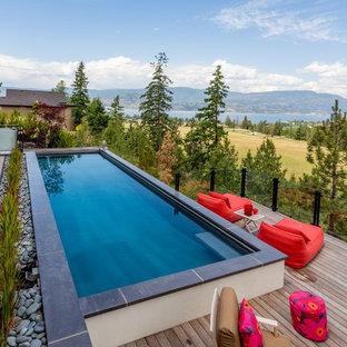 Diseño de piscina actual con entablado