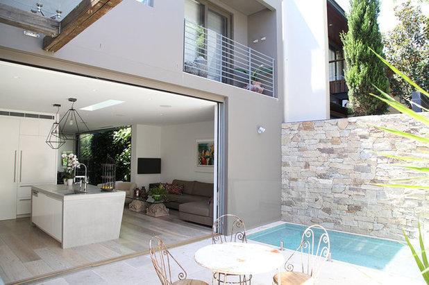 Modern Pool by LGDesign