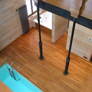 サンフランシスコ, CAの小さい長方形ヴィクトリアン調のおしゃれなプール (デッキ材舗装) の写真