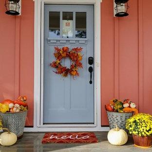Idee per un piccolo portico stile americano davanti casa con un giardino in vaso, pedane e un tetto a sbalzo