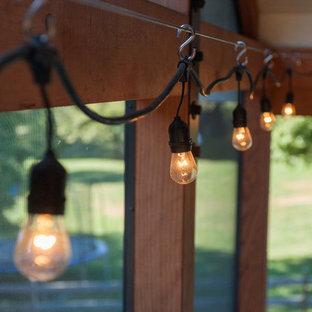 Ispirazione per un portico stile rurale dietro casa con un portico chiuso e un tetto a sbalzo