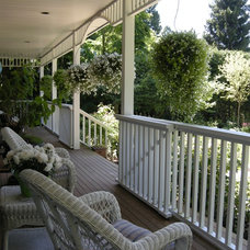 Traditional Porch by THOMAS KYLE:  Landscape Designer
