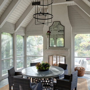 Classic screened-in porch idea in Chicago with a roof extension