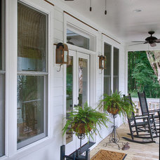 Tropical Porch by New Leaf Builders