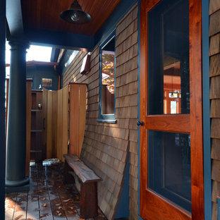 Ispirazione per un portico vittoriano con pedane e un tetto a sbalzo