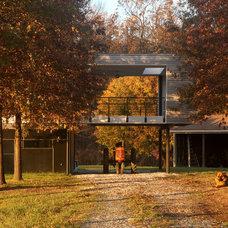 Modern Porch by McInturff Architects