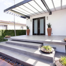 Modern Porch by Top Ciment USA