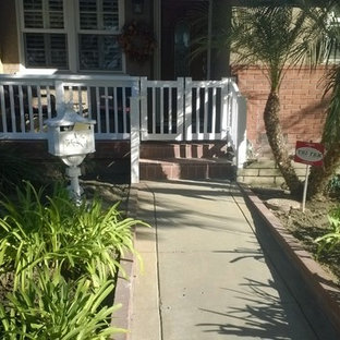This is an example of a traditional porch design in Los Angeles.