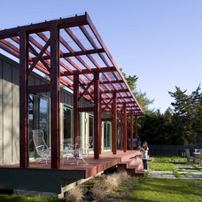Industrial Porch by ASAP•house Inc - Studio Kiss
