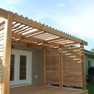 Inspiration for a mid-sized zen back porch remodel in Toronto with decking and a pergola
