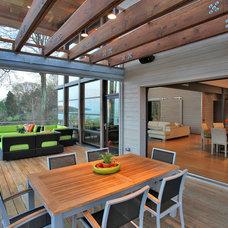Modern Porch by Gardner Mohr Architects LLC