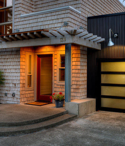 Contemporary Porch by Dan Nelson, Designs Northwest Architects