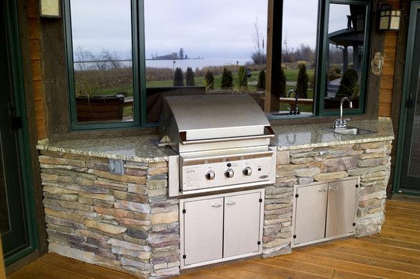 Craftsman Porch by Montana Build, Inc.