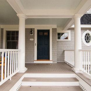 Cette image montre un très grand porche avant marin avec une extension de toiture.