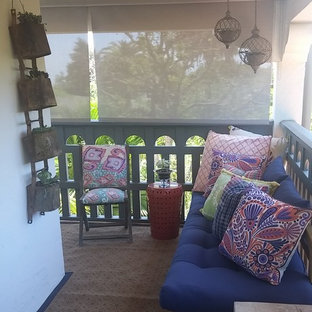 Inspiration for a mid-sized shabby-chic style front porch remodel in Los Angeles with a roof extension