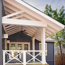 contemporary porch by Texas Construction Company