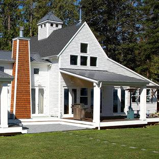 Ispirazione per un portico boho chic di medie dimensioni e dietro casa con un tetto a sbalzo