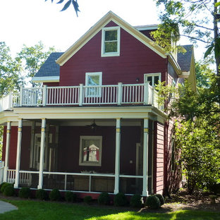 Ispirazione per un portico vittoriano di medie dimensioni e dietro casa con un portico chiuso