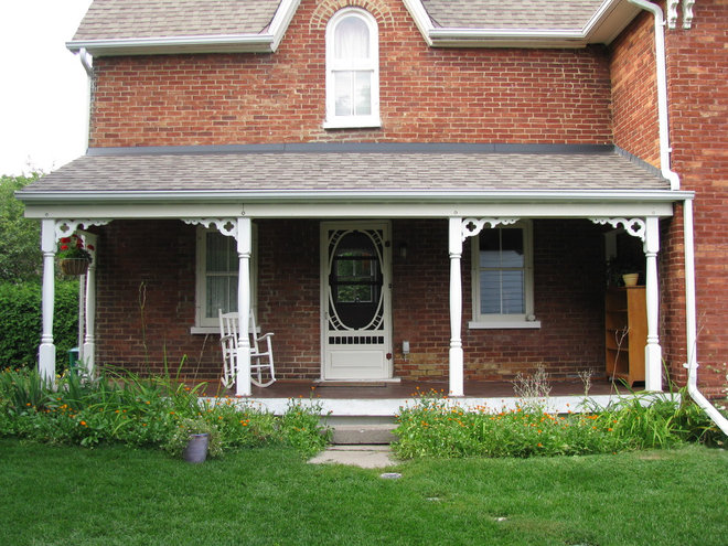 Traditional Porch by HARDROCK CONSTRUCTION