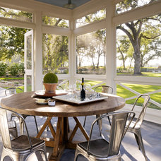 Farmhouse Porch by TOTAL CONCEPTS