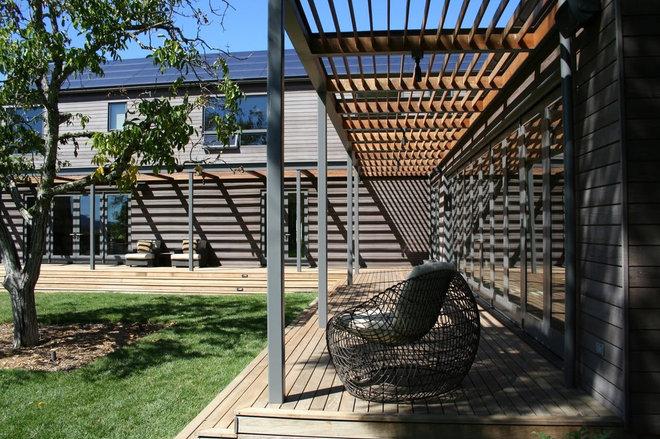Modern Porch by EARTHTONE CONSTRUCTION