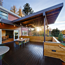 Modern Porch by BcDc (B. Costello Design & Consulting, LLC)