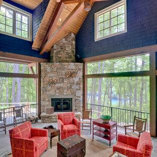 Imagen de terraza rústica, grande, en anexo de casas y patio lateral, con brasero y adoquines de piedra natural