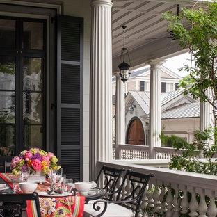 Foto di un portico vittoriano con pedane e un tetto a sbalzo