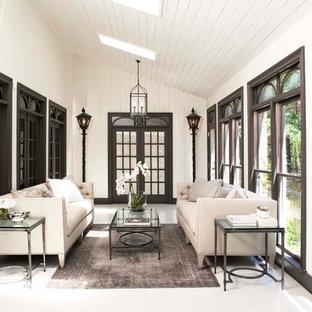 Foto de porche cerrado tradicional, grande, en anexo de casas y patio lateral