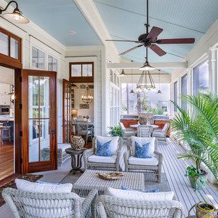 Idéer för en stor maritim innätad veranda, med takförlängning