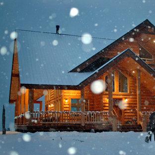 Ispirazione per un piccolo portico stile rurale davanti casa con un tetto a sbalzo