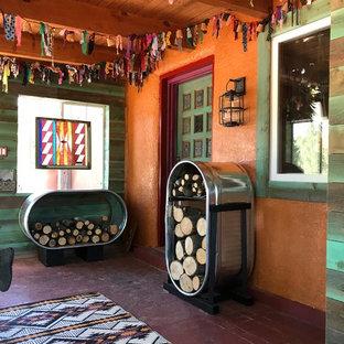 Diseño de porche cerrado de estilo americano, de tamaño medio, en patio delantero