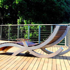 Modern Porch by Zeterre Landscape Architecture