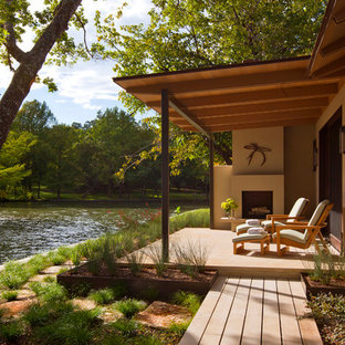 This is an example of a modern porch design in Austin with a fire pit.