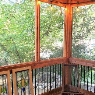 Ispirazione per un portico rustico dietro casa con un tetto a sbalzo e parapetto in materiali misti