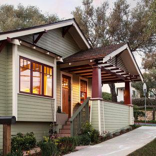 Diseño de terraza de estilo americano, pequeña, en patio delantero y anexo de casas