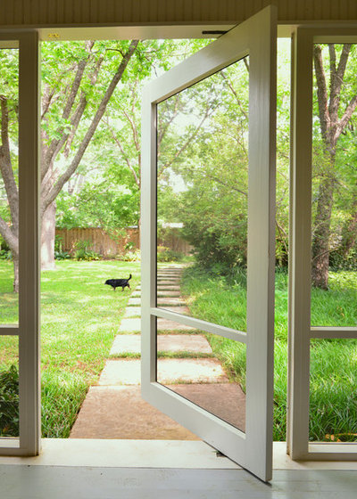 10 ways to work screen doors inside and out for Interior screen door