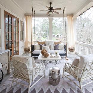 На фото: большая веранда на заднем дворе в классическом стиле с настилом и навесом с