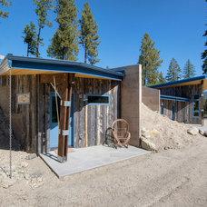 Rustic Porch by Copeland Architecture & Construction Inc